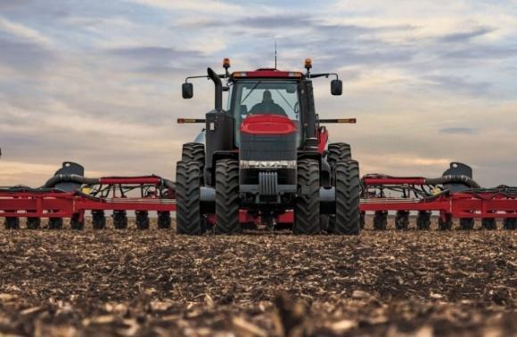 Поступление новых моделей сельскохозяйственной техники в Украину заблокировано